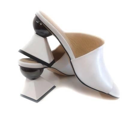 Klapki z geometrycznym obcasem Białe Donna Fabiani